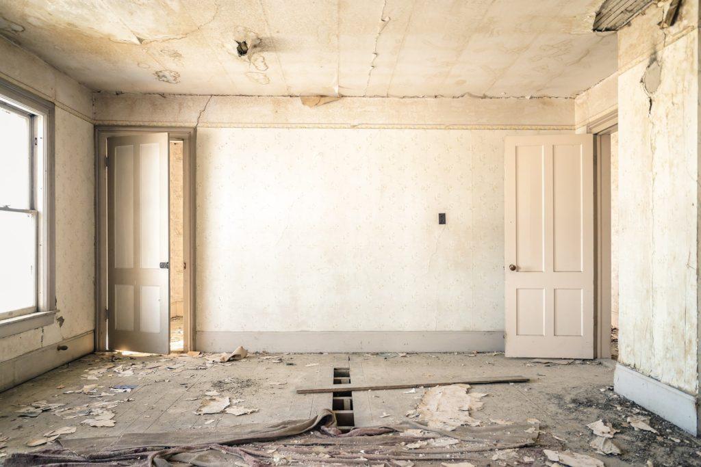 Stare ściany do remontu